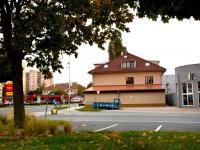 Budova Bystrá ulice (Pronájem obchodních prostor 580 m², Praha 9 - Horní Počernice)
