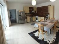 Kuchyně (Prodej domu v osobním vlastnictví 560 m², Zlosyň)