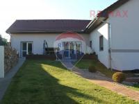 Pohled ze zahrady (Prodej domu v osobním vlastnictví 560 m², Zlosyň)