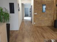 Chodba- vstup do kuchyně (Prodej domu v osobním vlastnictví 560 m², Zlosyň)