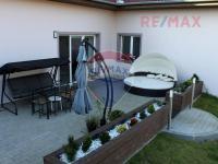 Pohled na terasu (Prodej domu v osobním vlastnictví 560 m², Zlosyň)