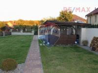Pohled na zahradu  (Prodej domu v osobním vlastnictví 560 m², Zlosyň)