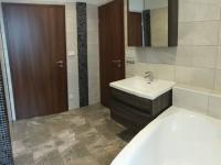 Koupelna (Prodej domu v osobním vlastnictví 560 m², Zlosyň)