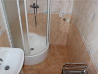 Koupelna (Prodej bytu 2+kk v družstevním vlastnictví 44 m², Praha 6 - Řepy)