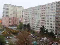 Pohled do ul. Šimonova (Prodej bytu 2+kk v družstevním vlastnictví 44 m², Praha 6 - Řepy)