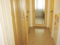 chodba středová (Prodej bytu 2+1 v osobním vlastnictví 56 m², Hradec Králové)