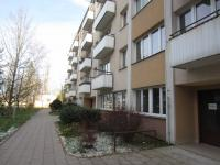 přední pohled na dům  (Prodej bytu 2+1 v osobním vlastnictví 56 m², Hradec Králové)