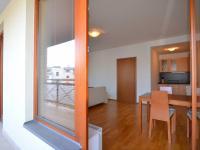 pohled do obývacího poje z velké lodžie (Pronájem bytu 2+kk v osobním vlastnictví 68 m², Praha 6 - Dejvice)