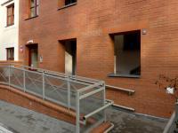 vchod do domu (Pronájem bytu 2+kk v osobním vlastnictví 68 m², Praha 6 - Dejvice)