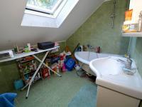 Koupelna - Prodej domu v osobním vlastnictví 265 m², Praha 9 - Čakovice