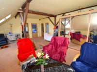 Obytná místnost - Prodej domu v osobním vlastnictví 265 m², Praha 9 - Čakovice