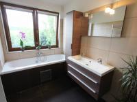 Koupelna (Prodej domu v osobním vlastnictví 137 m², Klučov)