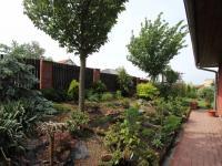 Zahrada vpředu domu (Prodej domu v osobním vlastnictví 137 m², Klučov)