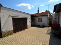 Garáž (Prodej domu v osobním vlastnictví 130 m², Praha 9 - Horní Počernice)