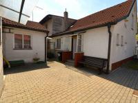Nádvoří (Prodej domu v osobním vlastnictví 130 m², Praha 9 - Horní Počernice)