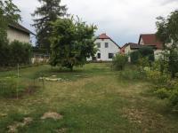 pohled na zahradu a dům (Prodej domu v osobním vlastnictví 200 m², Šestajovice)