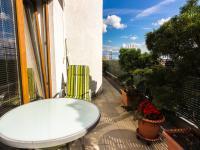 terasa (Prodej bytu 3+kk v osobním vlastnictví 107 m², Praha 9 - Kyje)