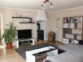 Obývací pokoj - Prodej domu v osobním vlastnictví 95 m², Praha 5 - Lahovice