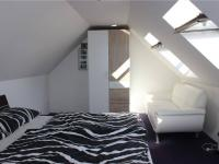 Ložnice v 2. NP - Prodej domu v osobním vlastnictví 95 m², Praha 5 - Lahovice