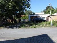Vjezd na pozemek - Prodej domu v osobním vlastnictví 95 m², Praha 5 - Lahovice