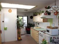 Obývací místnost s kuchyňským koutem - Prodej domu v osobním vlastnictví 95 m², Praha 5 - Lahovice