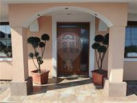 Vstup do domu (Prodej domu v osobním vlastnictví 213 m², Šestajovice)