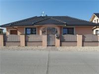 Pohled z ulice (Prodej domu v osobním vlastnictví 213 m², Šestajovice)