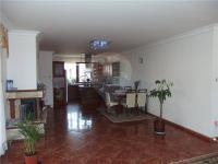 Pohled do jídelny (Prodej domu v osobním vlastnictví 213 m², Šestajovice)