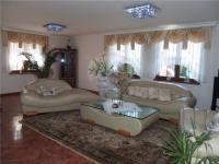 Obývák (Prodej domu v osobním vlastnictví 213 m², Šestajovice)