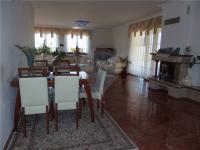 Pohled na jídelnu (Prodej domu v osobním vlastnictví 213 m², Šestajovice)