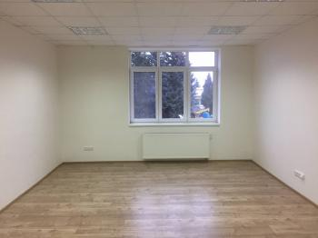 Pronájem kancelářských prostor 609 m², Klecany
