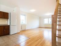 obývací pokoj s kuchyňským koutem - Pronájem domu v osobním vlastnictví 104 m², Praha 9 - Újezd nad Lesy