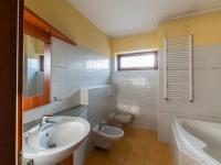 Koupelna - Prodej domu v osobním vlastnictví 140 m², Zeleneč