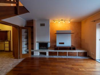 Obytná místnost - Prodej domu v osobním vlastnictví 140 m², Zeleneč