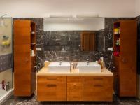 Koupelna - Prodej domu v osobním vlastnictví 307 m², Praha 9 - Horní Počernice
