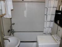 Koupelna - Prodej bytu 3+kk v osobním vlastnictví 67 m², Praha 8 - Troja