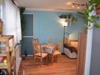 Obývací místnost s jídelnou - Prodej bytu 4+1 v osobním vlastnictví 68 m², Čelákovice