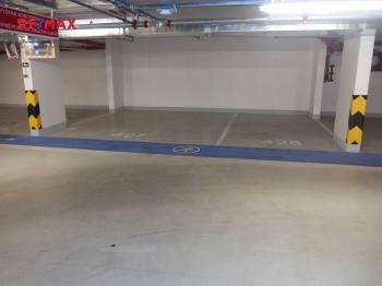 Podzemní parkovací kryté místo - Prodej bytu 2+kk v osobním vlastnictví 76 m², Praha 3 - Žižkov