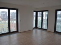 Obyvací místnost s kuchyní - Prodej bytu 2+kk v osobním vlastnictví 76 m², Praha 3 - Žižkov