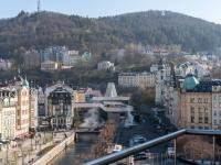 Výhled z balkonu na vřídlo - Prodej penzionu 736 m², Karlovy Vary