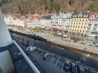 Balkon s výhledem na řeku - Prodej penzionu 736 m², Karlovy Vary