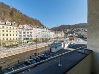 Balkon s výhledem na vřídlo - Prodej penzionu 736 m², Karlovy Vary