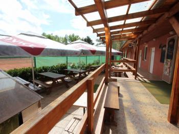 klubovna s terasou - Pronájem komerčního objektu 5555 m², Praha 10 - Nedvězí u Říčan