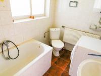 koupelna s WC - Prodej domu v osobním vlastnictví 318 m², Vitice