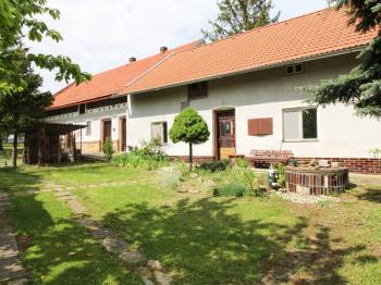 pohled na dům a stáje - Prodej domu v osobním vlastnictví 318 m², Vitice