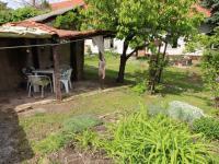posezení u kamenné zídky se zahrádkou - Prodej domu v osobním vlastnictví 318 m², Vitice