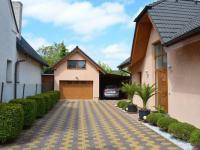 Garáž a parkovací stání - Prodej domu v osobním vlastnictví 269 m², Praha 9 - Horní Počernice