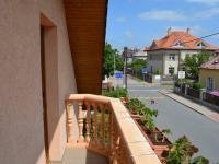 Pohled z balkónu - Prodej domu v osobním vlastnictví 269 m², Praha 9 - Horní Počernice