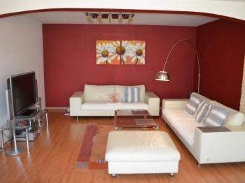 Obývací místnost - Prodej domu v osobním vlastnictví 269 m², Praha 9 - Horní Počernice
