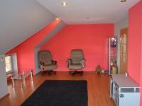 Obývací místnost v 2NP - Prodej domu v osobním vlastnictví 269 m², Praha 9 - Horní Počernice